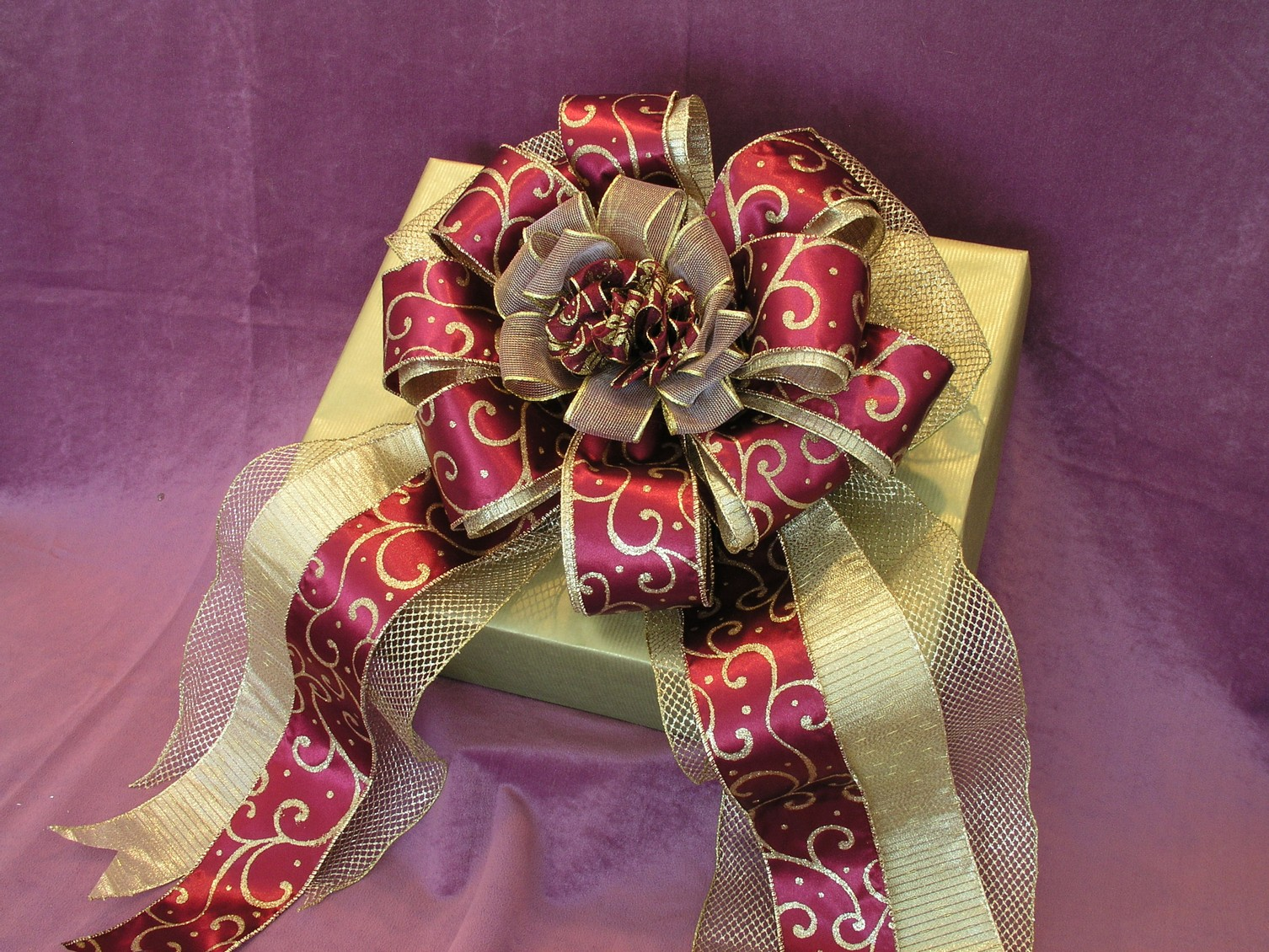 A Gift Wrap Bow - How to make a perfect Bowdabra bow
